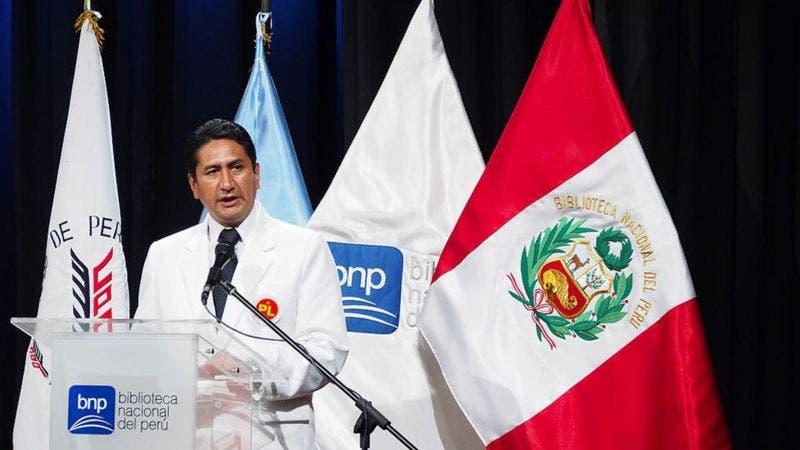 Vladimir Cerrón, el polémico neurocirujano que se ha convertido en actor clave de la política peruana