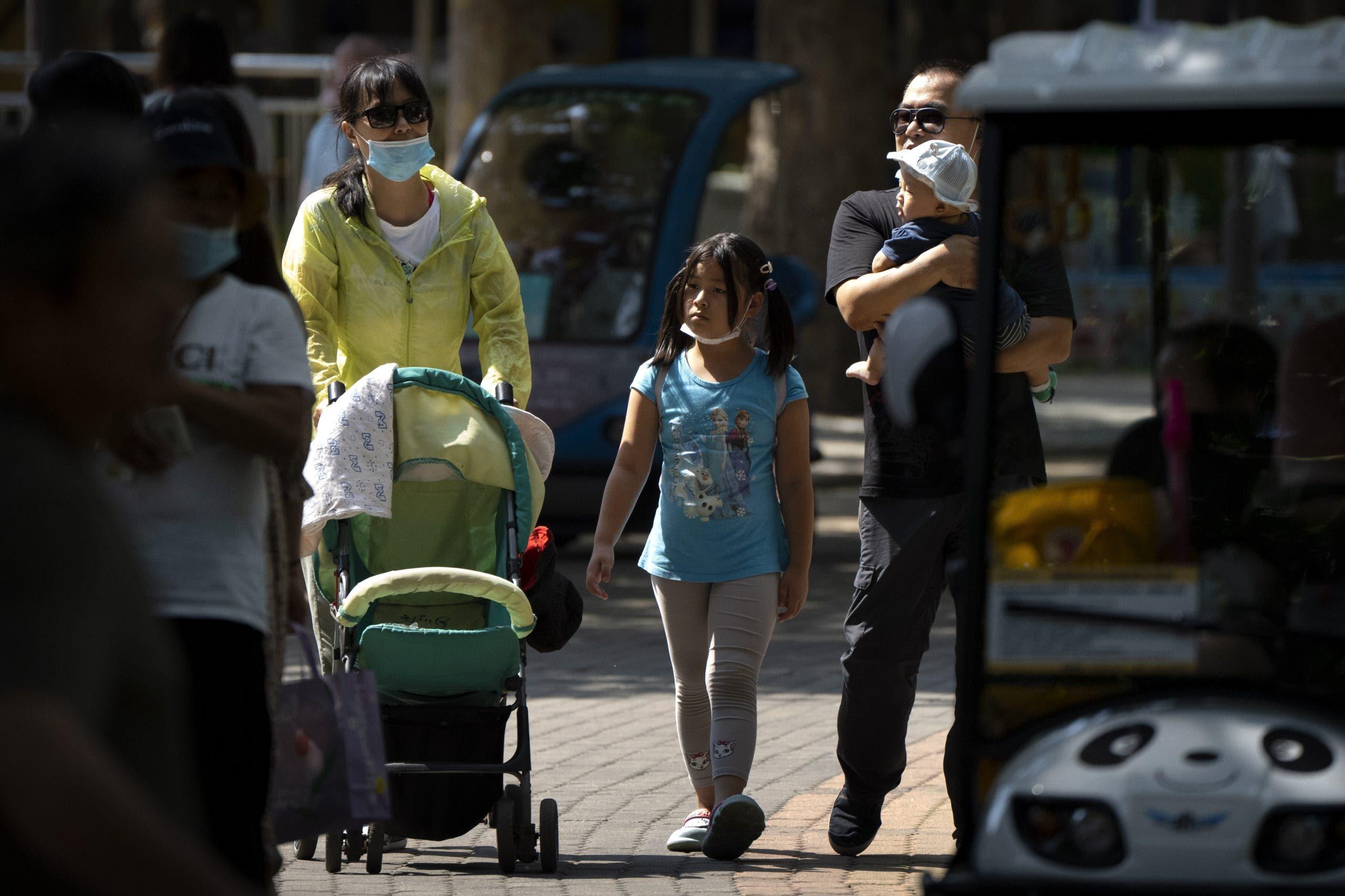 China permitirá ahora a los padres tener tres hijos