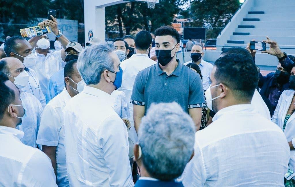 Abinader le desea salud y éxitos a la promesa dominicana en la NBA Chris Duarte