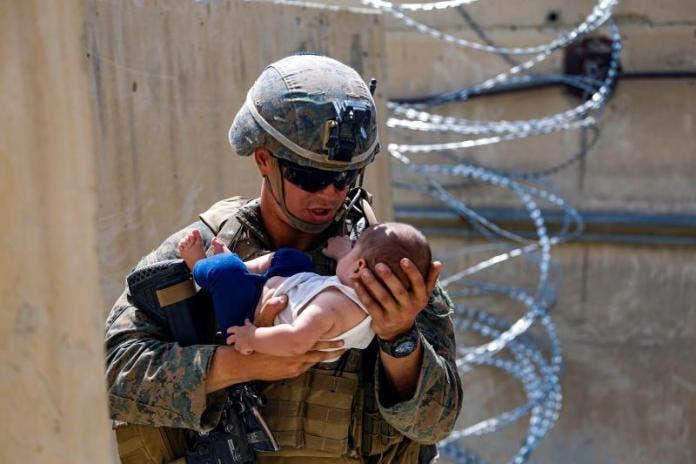 EE.UU. evacúa a 10.400 personas de Afganistán en 24 horas