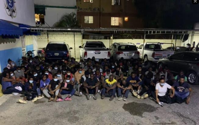 Apresan 97 haitianos se iban en yola para Puerto Rico