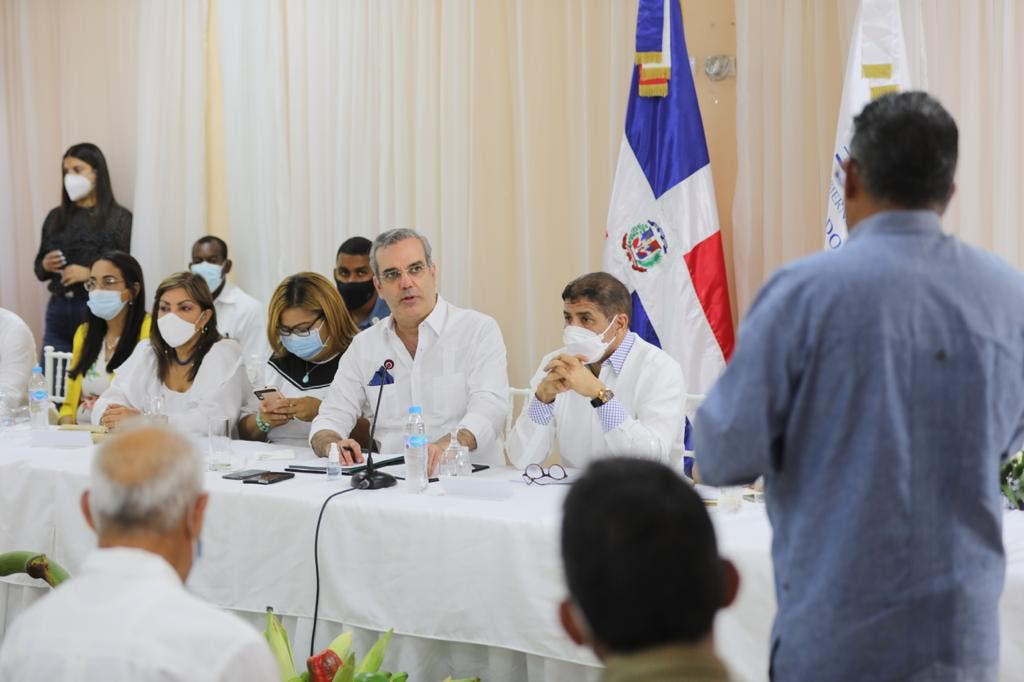 Presidente Abinader anuncia construcción de UASD en Azua