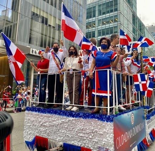 Miles asisten este domingo al Desfile Dominicano de Manhattan