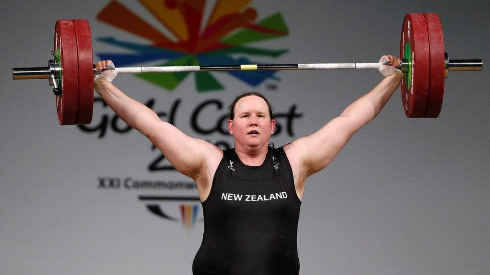 Laurel Hubbard, primer atleta transgénero en competir en Juegos Olímpicos, no pasa de primera ronda en debut