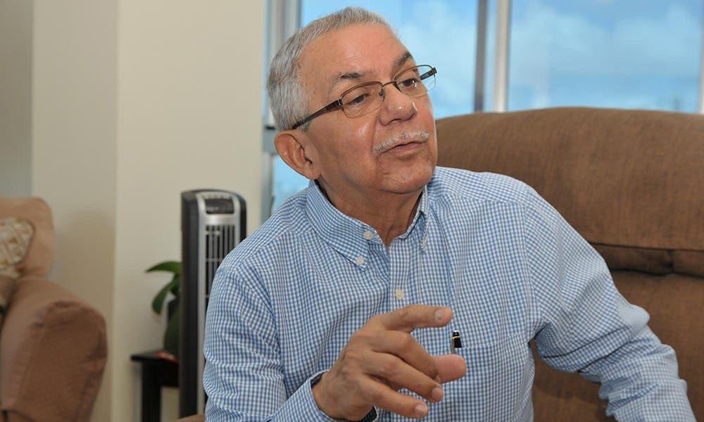 Expresidente CNSS rechaza alianza médico-laboratorio en manejo de catálogo de medicamentos