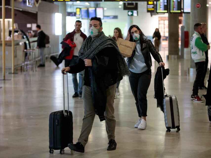 España prorroga la orden de cuarentena a viajeros de varios países americanos