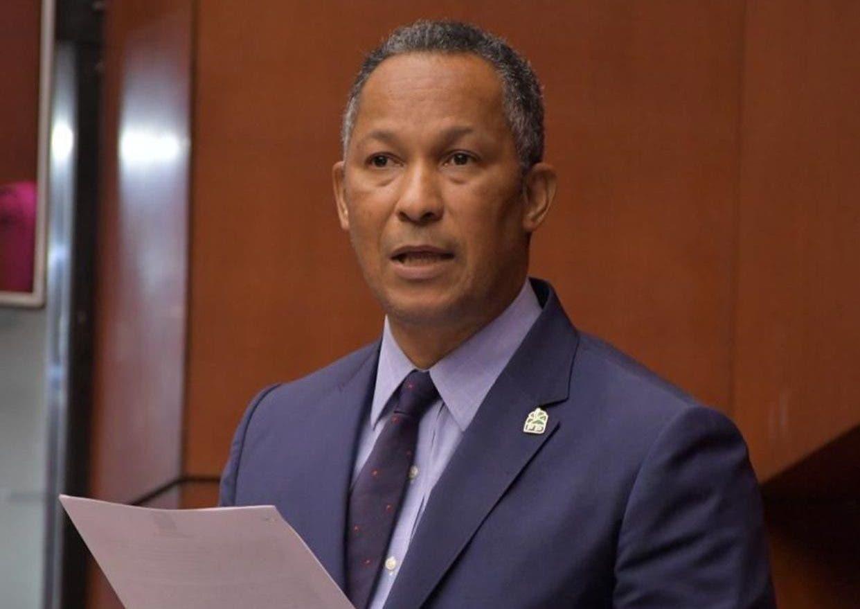 Senadores Fuerza del Pueblo ratifican a Dionis Sánchez como vocero