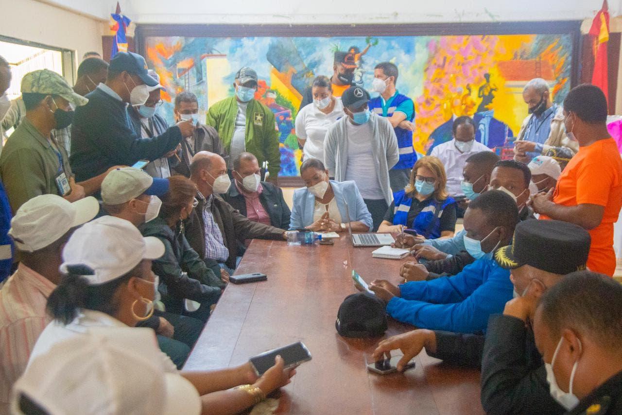 Autoridades coordinan acciones para asistir personas y comunidades de SDN