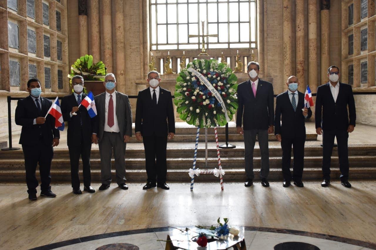 Duartianos denuncian campaña descrédito; piden sacar restos de Santana del Panteón Nacional