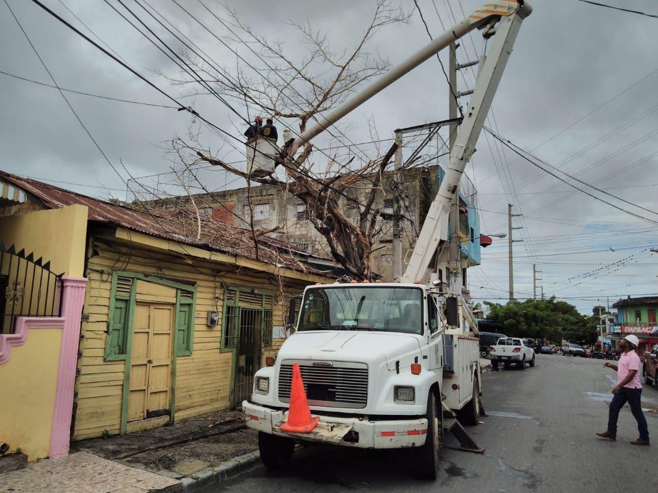Alcaldía DN despliega brigadas y equipos en la calles ante paso depresión tropical Grace