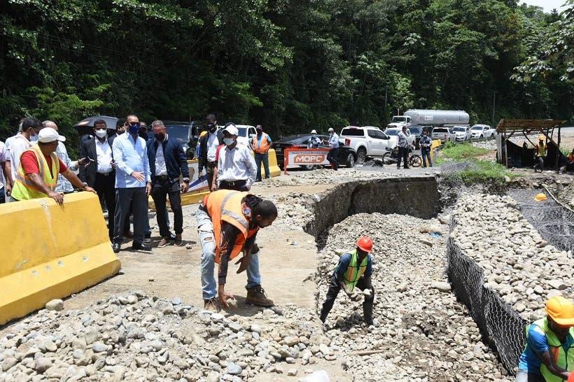 Obras Públicas restablece el paso por puente Las Tres Luces en Neiba; reconstruirá otros cinco en Barahona