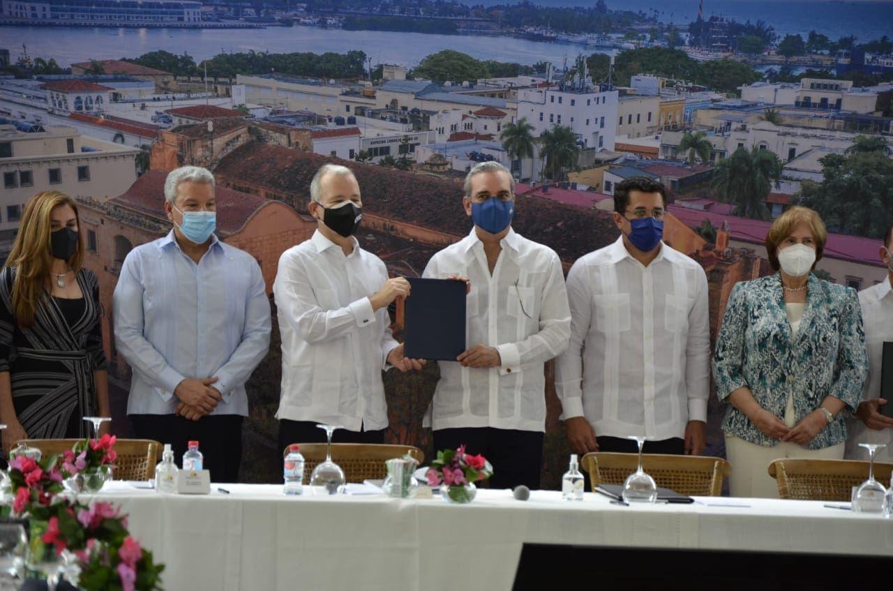 Gobierno firma acuerdo para el Desarrollo Turístico de la Ciudad Colonial