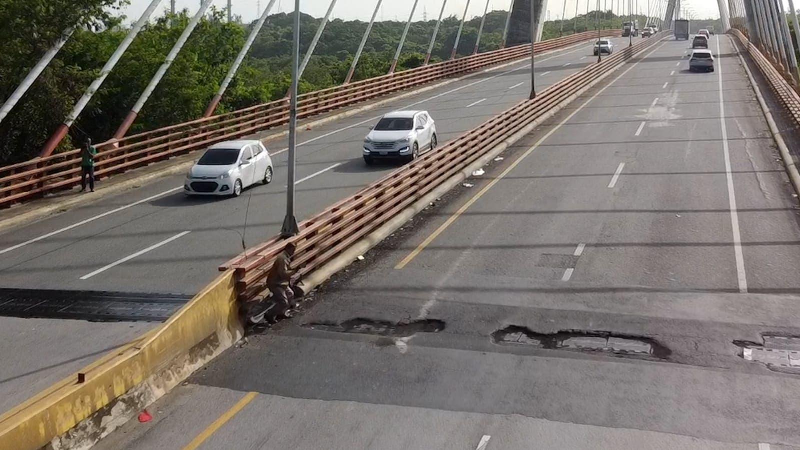 Obras Públicas abre puente Mauricio Báez