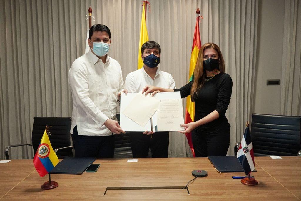 Santo Domingo y Barranquilla firman hermanamiento para promover cooperación y desarrollo