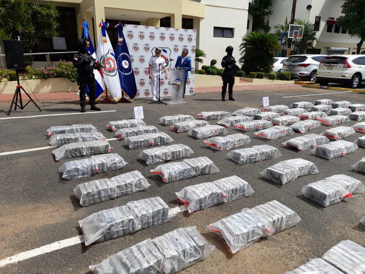 DNCD se incautó 900 paquetes de cocaína próxima a la playa de Boca Chica