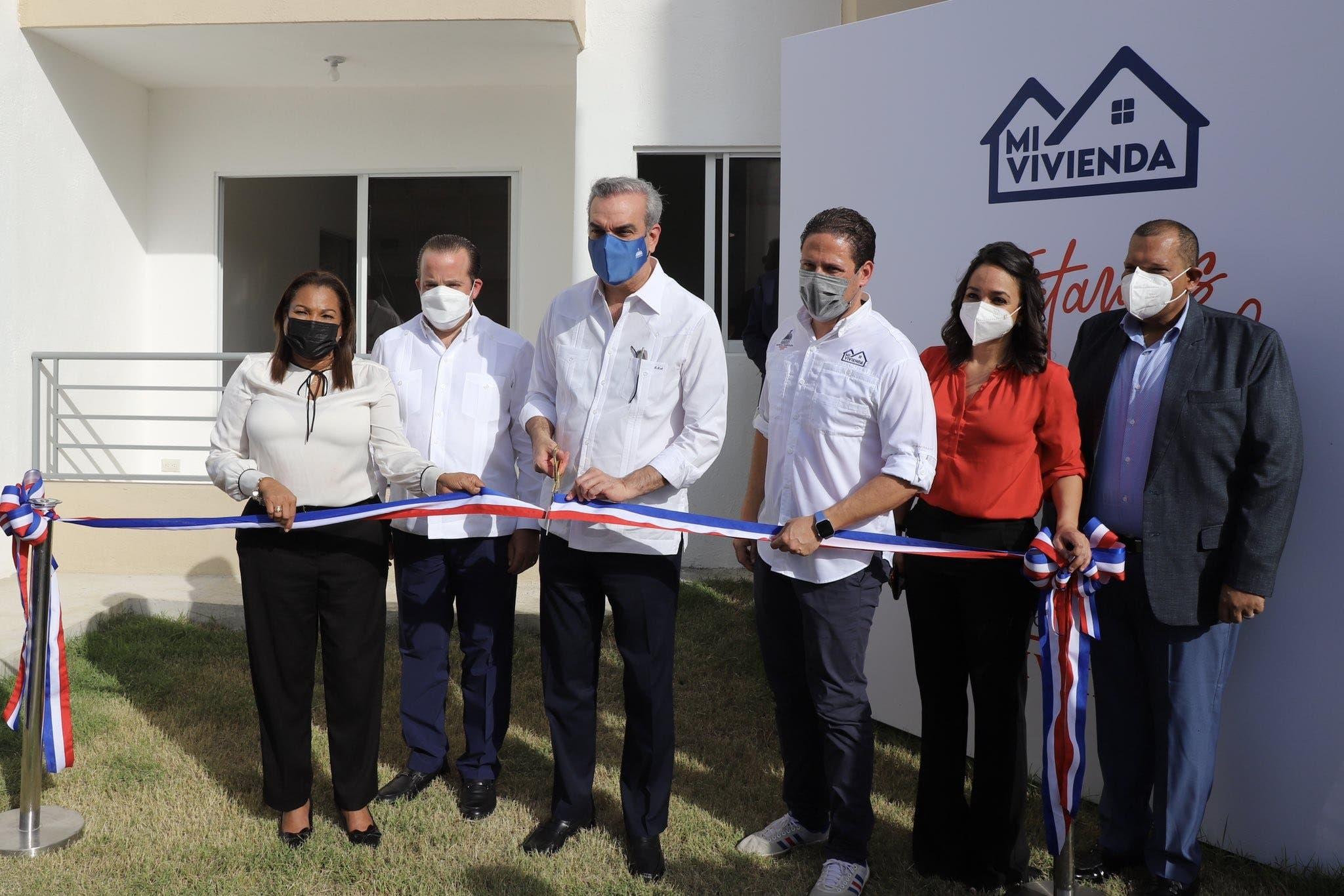 Abinader entrega apartamentos a familias de escasos recursos en SDN
