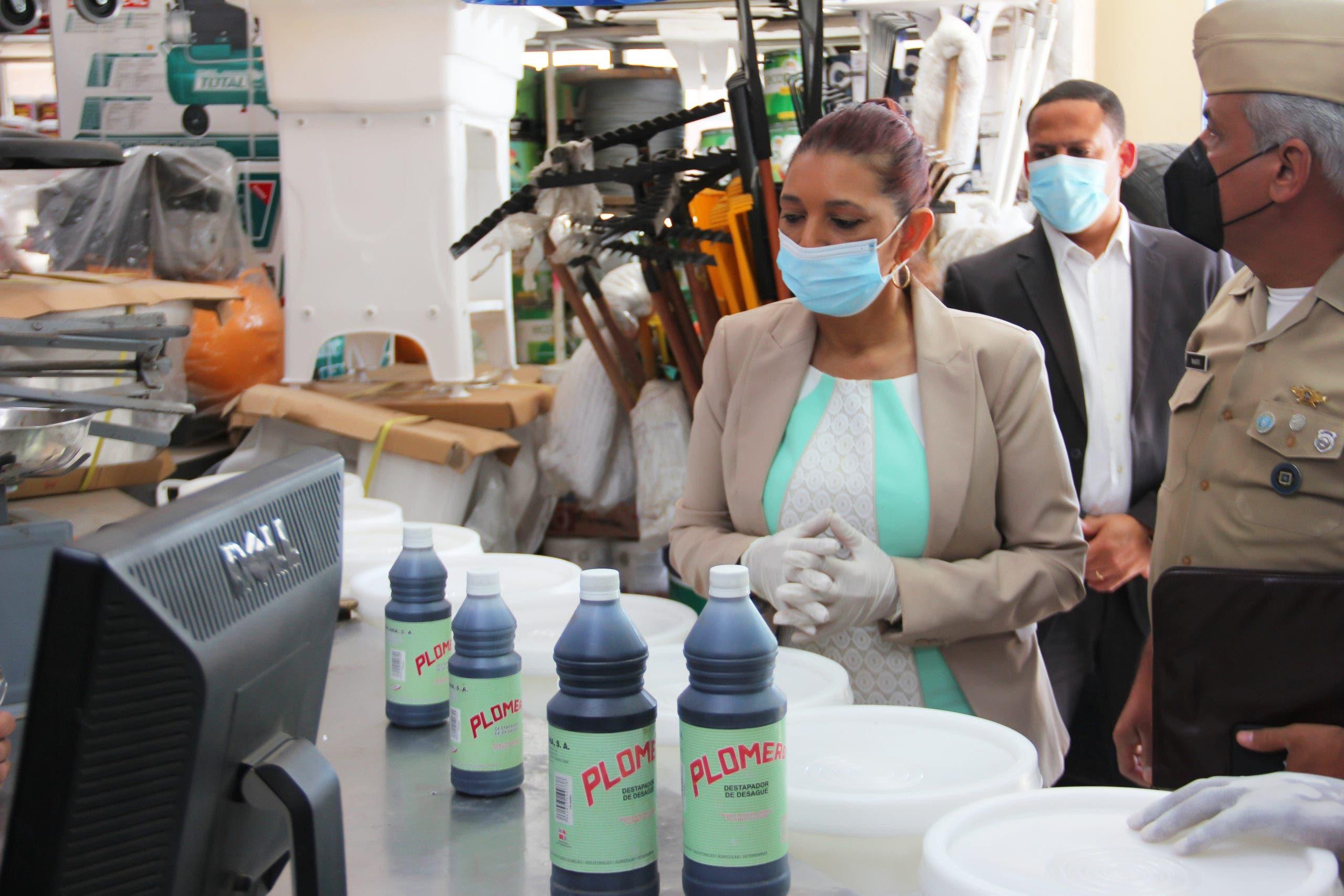 """Pro Consumidor decomisa cientos productosutilizados para fabricación """"ácido del diablo"""""""