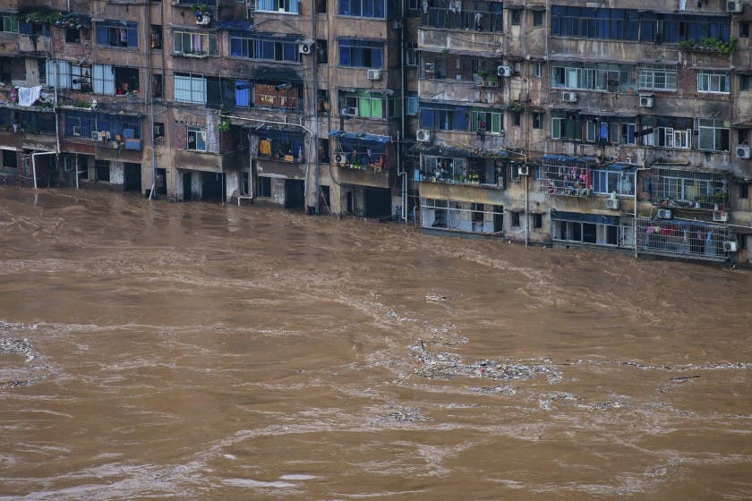 Cifra de muertos por inundaciones en China se dispara a 300
