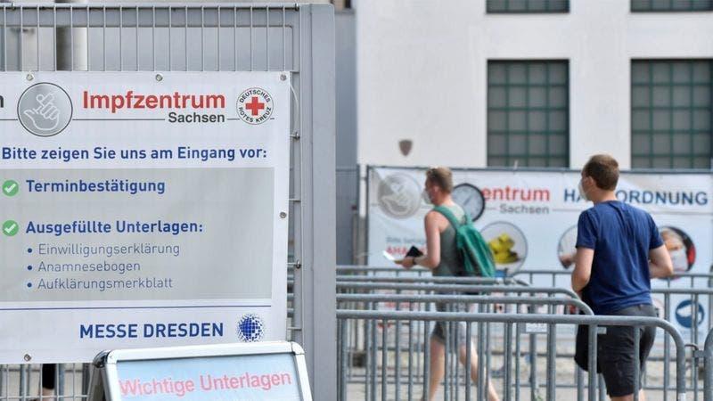 Coronavirus: la enfermera que «vacunó» a miles con agua salina en Alemania