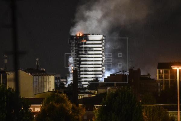 Abren investigación sobre incendio que devoró rascacielos en Milán