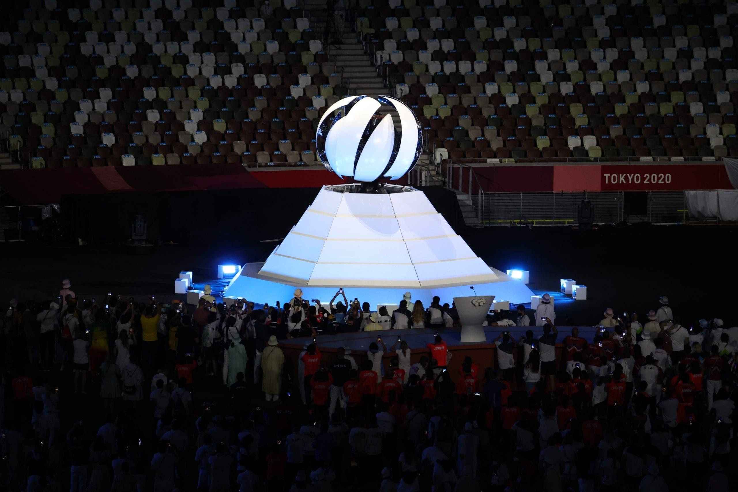 Tokio apaga la llama olímpica y cede relevo a París