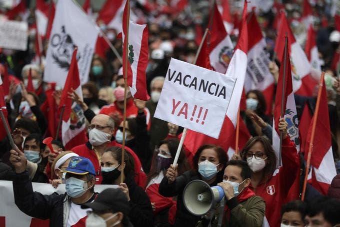 Marchan en Lima contra el gobierno de Pedro Castillo