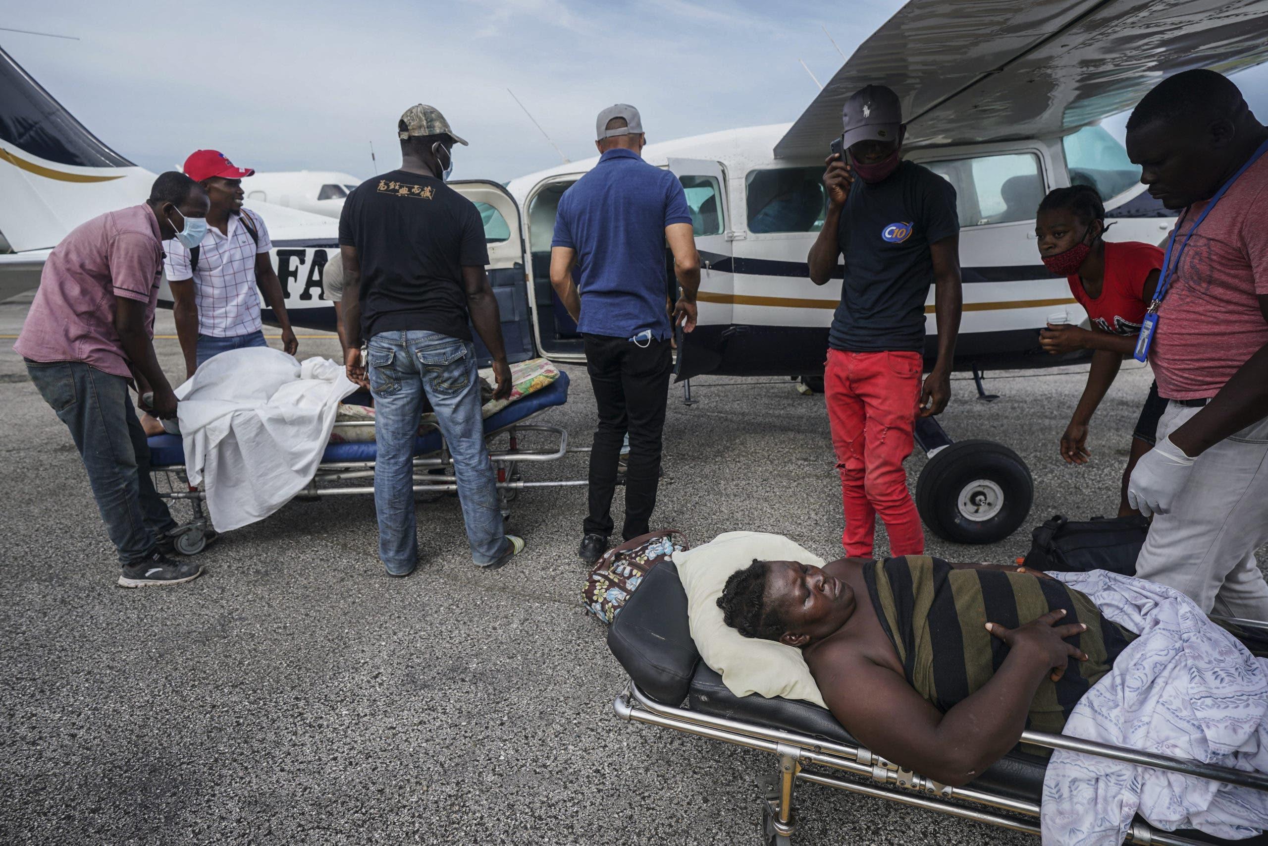 Secuestran a dos médicos en Haití; hospital cierra en protesta