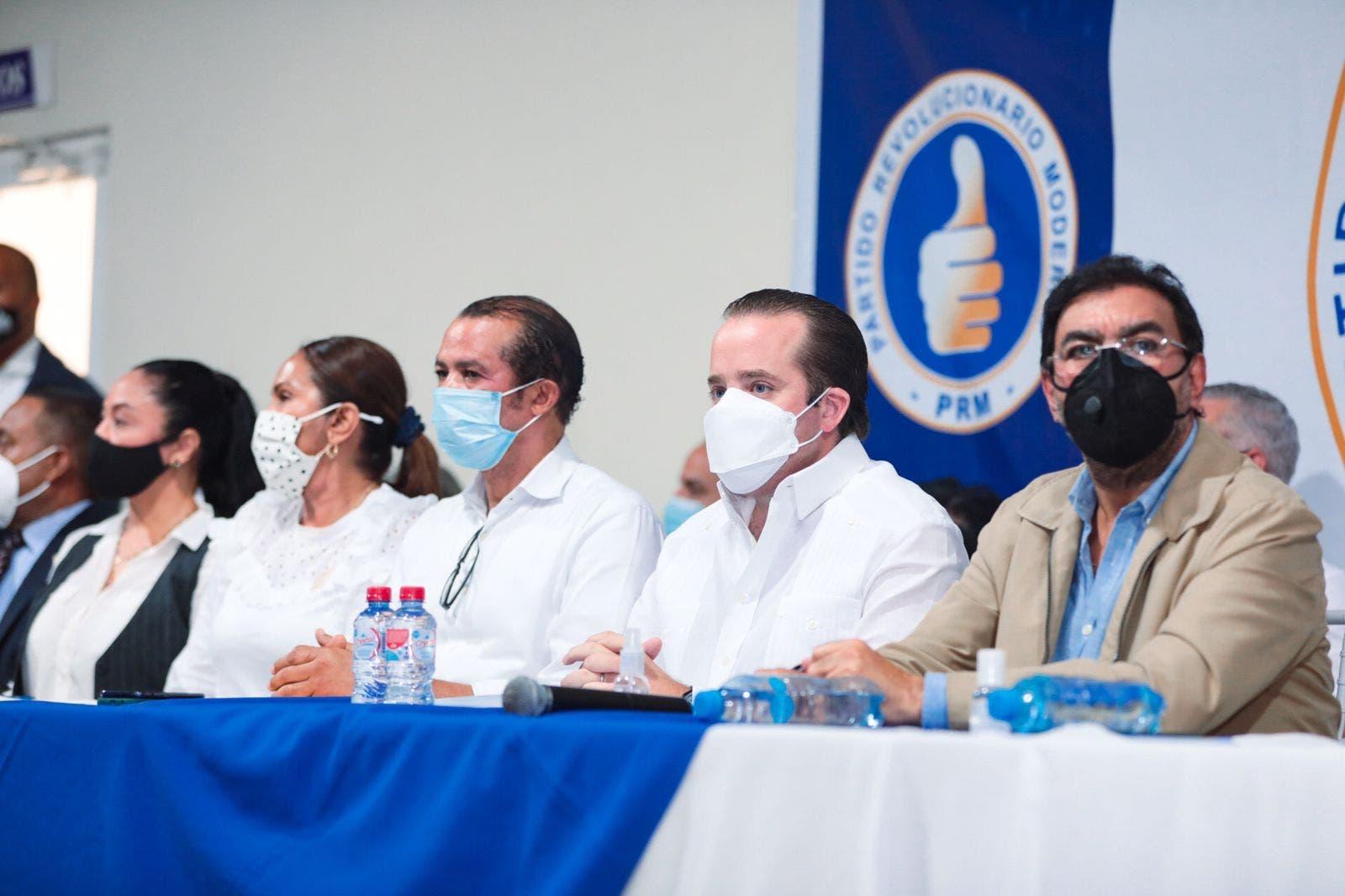 José Paliza encabeza encuentro político con dirigentes de la región nordeste