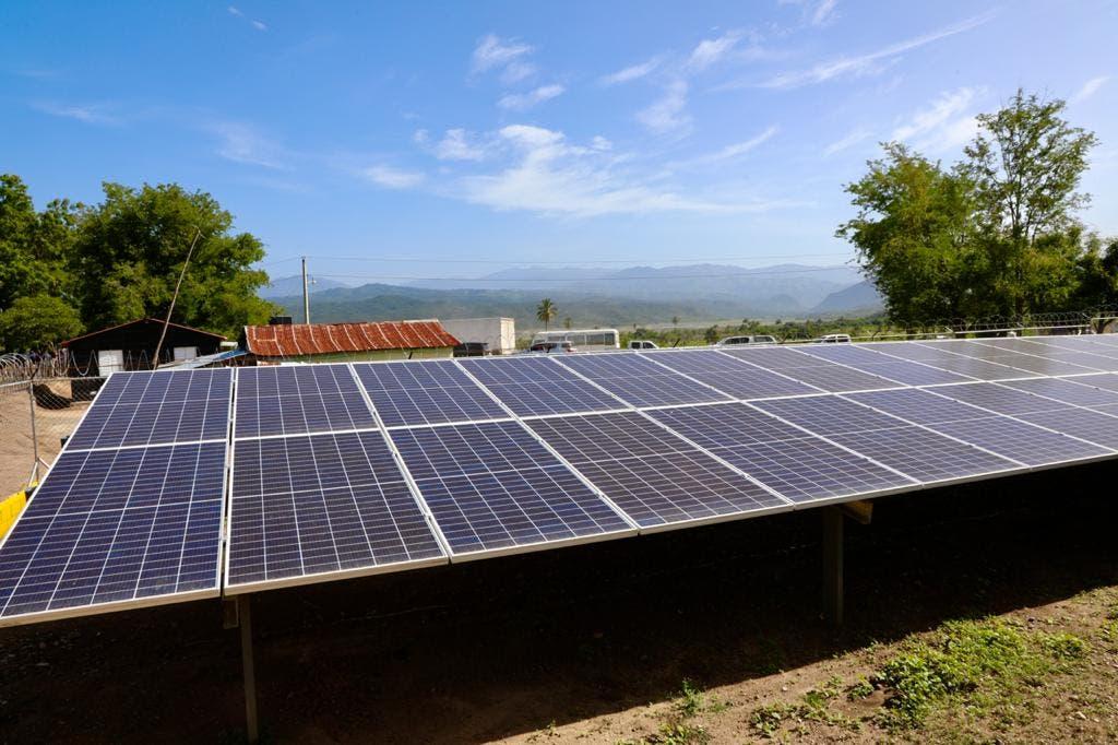 Abinader inaugura primera comunidad sostenible en RD