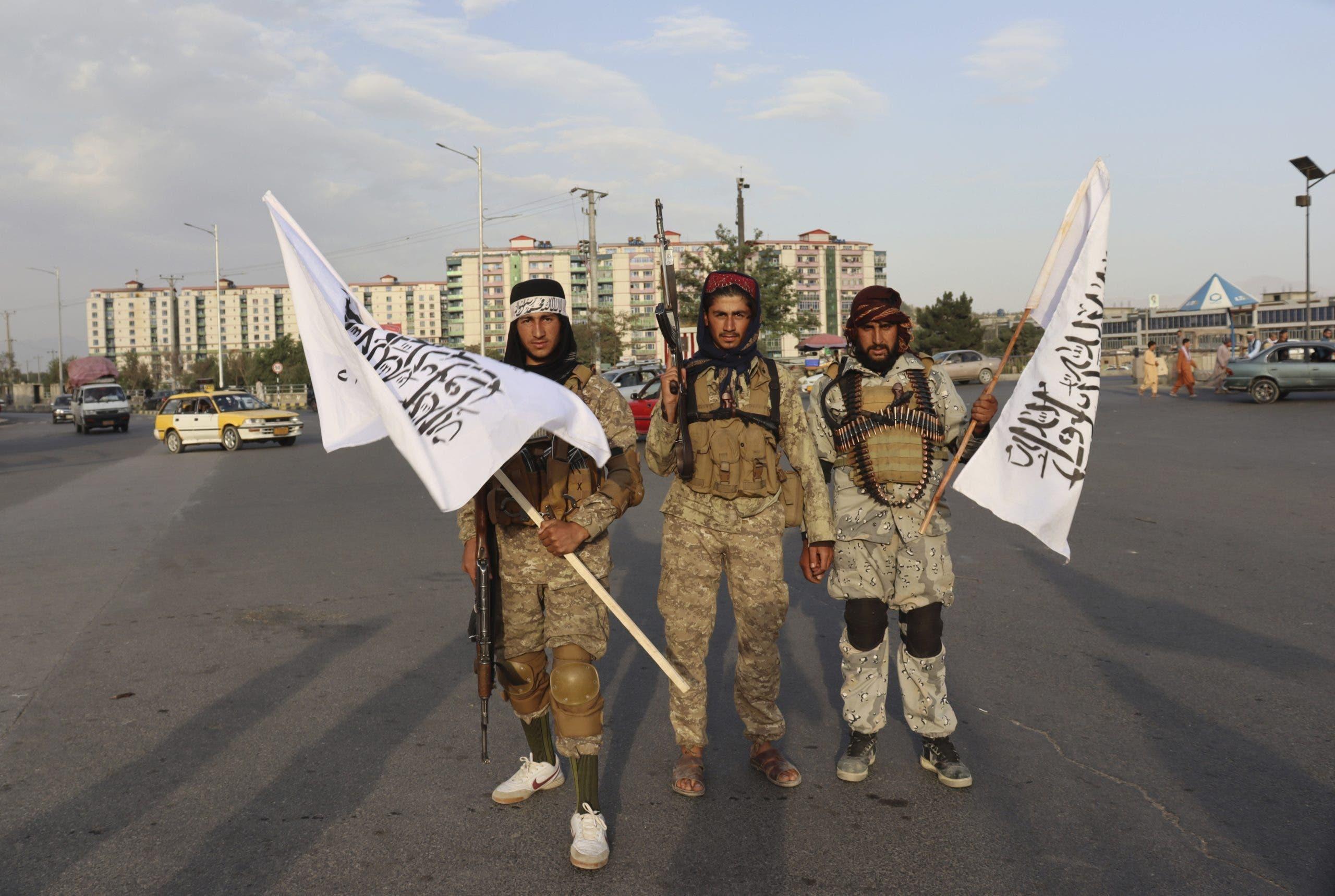 Talibán celebra victoria tras salida de soldados de EEUU