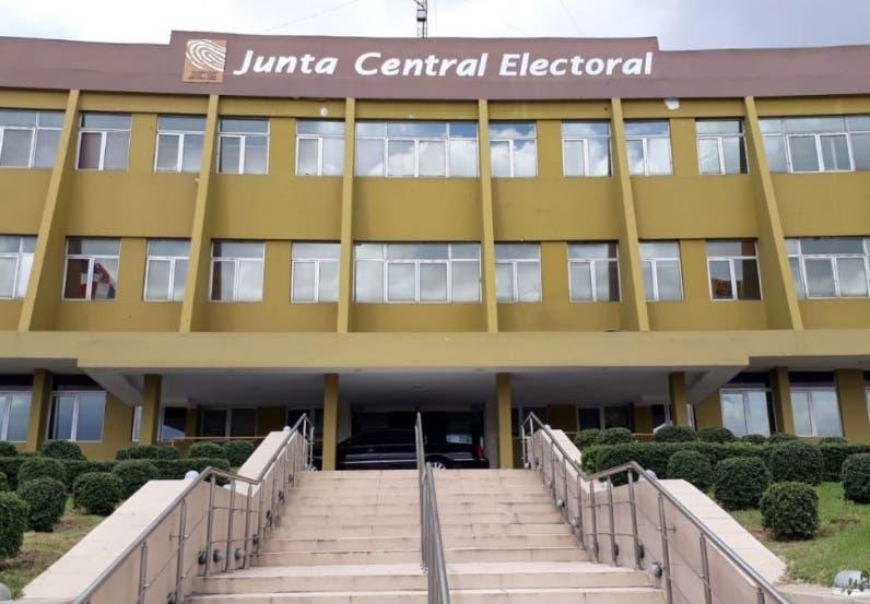 Precandidatos podrán promoverse a lo interno de los partidos, según resolución de la JCE