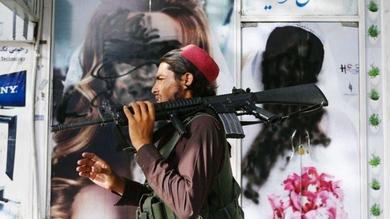 Afganistán: el inmenso armamento de EE.UU. que ahora está en manos del Talibán