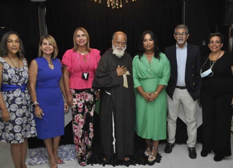 Fray José María  y su fundación Futuro Cierto realizan  té solidario