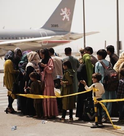 Talibán retiene cuatro aviones con afganos