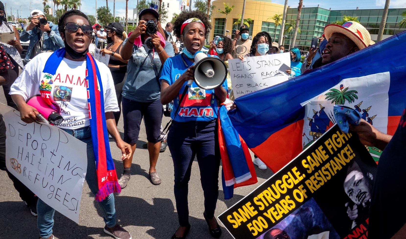Haitianos de Miami molestos por expulsión de compatriotas