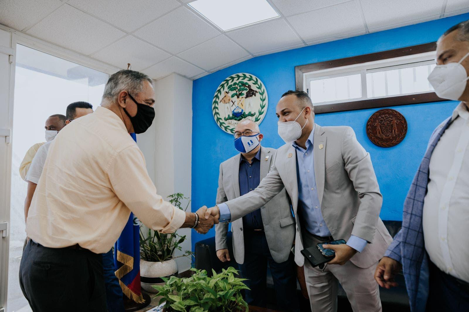 Empresa dominicana especializada en mercados financieros sostiene encuentro con primer ministro de Belize