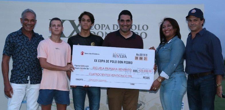 Escuela recibe donativo por parte de la XX Copa de Polo Don Pedro
