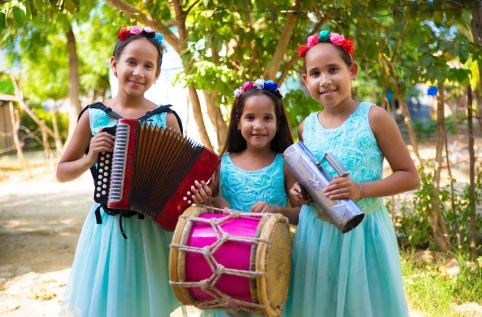 """""""Las Niñas Divinas""""  se convierten en estrellas con el merengue típico"""