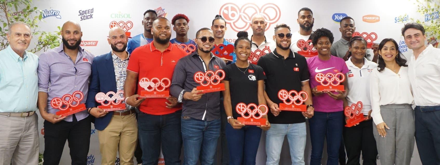 Súper Mercado Bravo cumple con atletas medallistas
