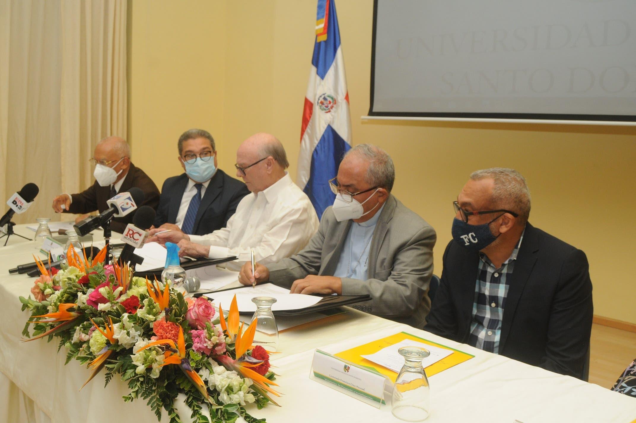 Universidad Católica y el Instituto de Formación Política Dr. José Francisco Peña Gómez firman convenio de Educación Continuada