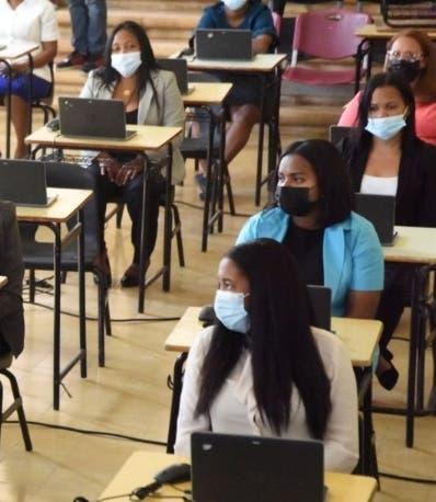 Educación pospone concurso maestros