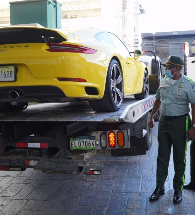 Digesett remolca el Porsche amarillo de la avenida Lincoln
