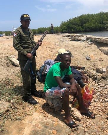 Haitianos son apresados por captura ilegal tortuga verde