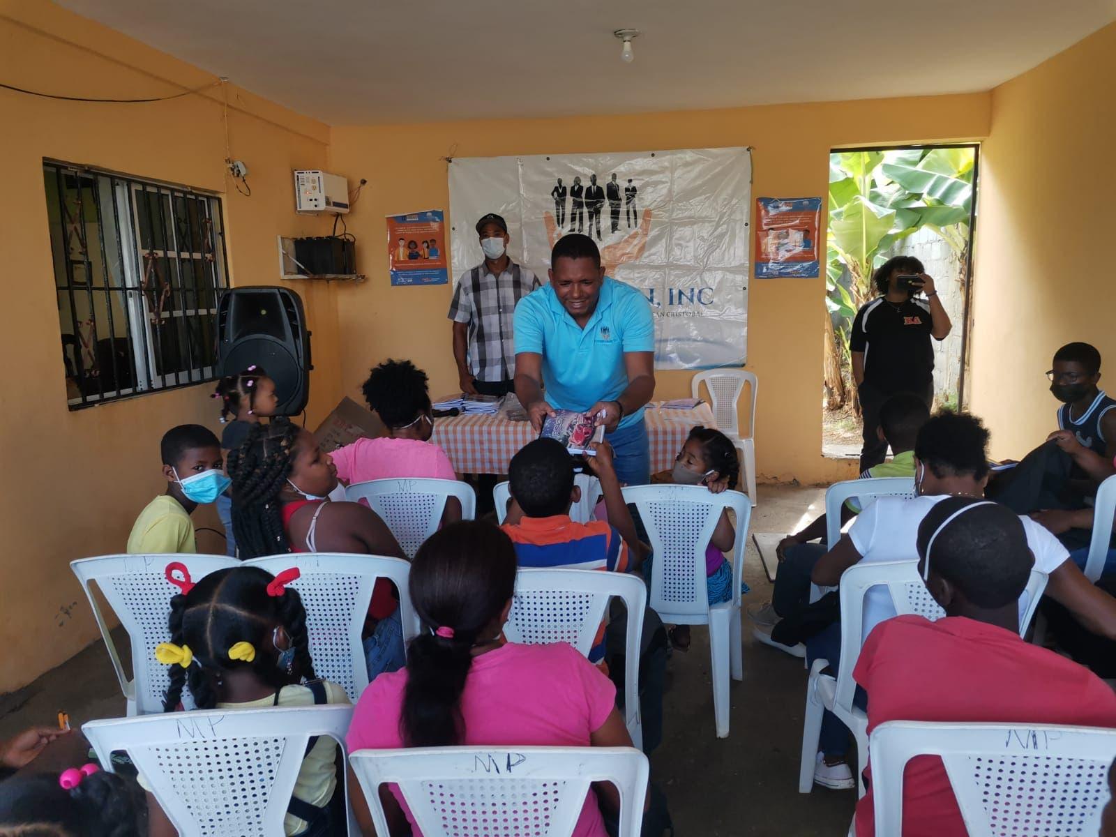 Fundación entrega de útiles escolares en SC