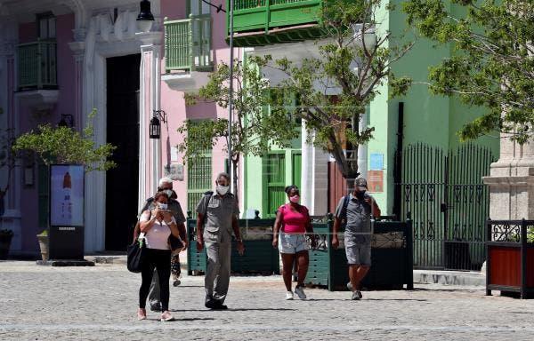 Cuba rebaja un día más los 7.000 casos de Covid-19