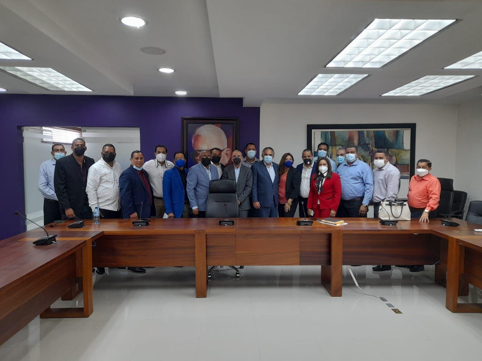 Danilo Medina se reúne con dirigentes del PLD de Valverde y Santiago Rodríguez