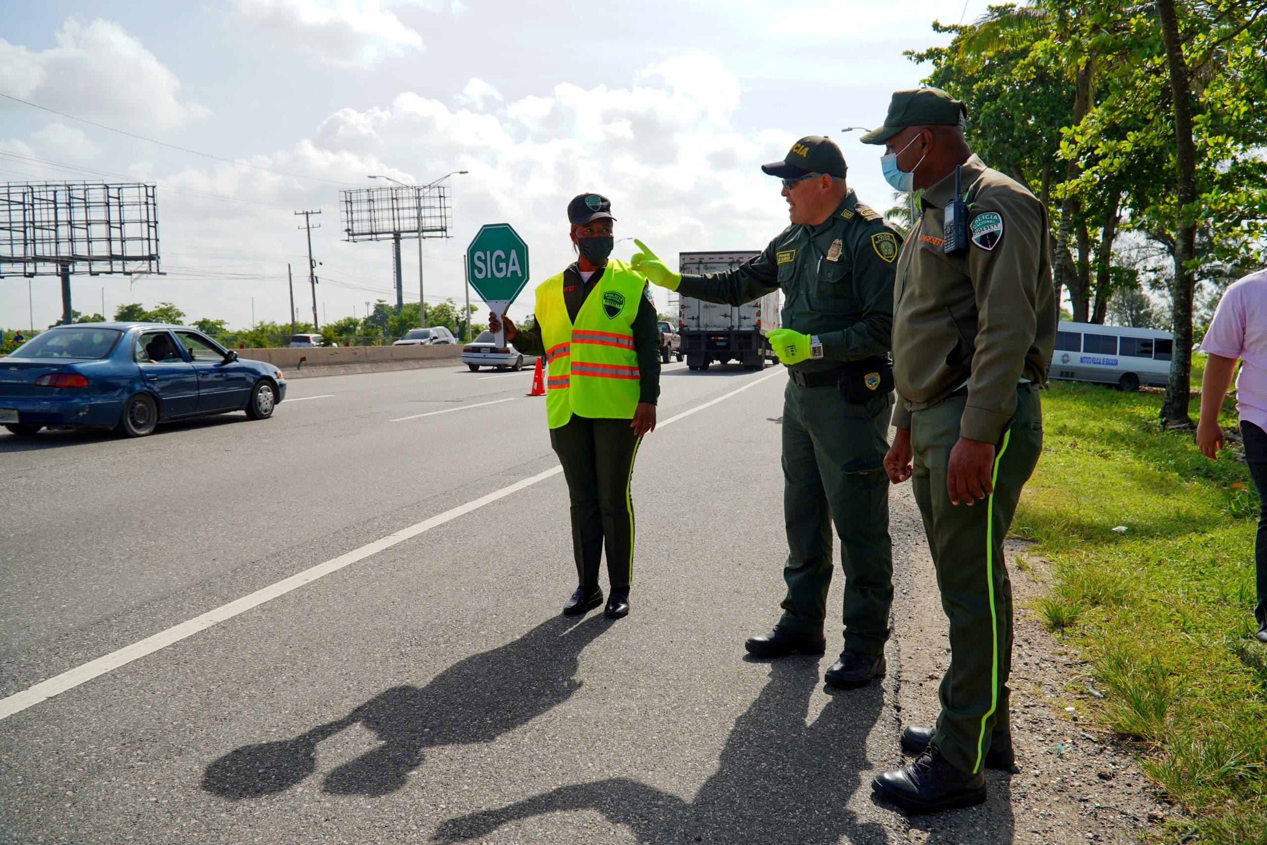 Policía de Colombia entrena agentes de tránsito de la DIGESETT