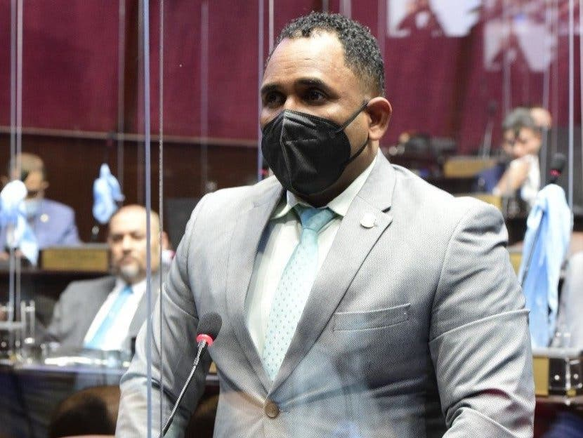 """Diputado Heriberto Aracena afirma que en el Intrant se está instalando una """"mafia"""""""