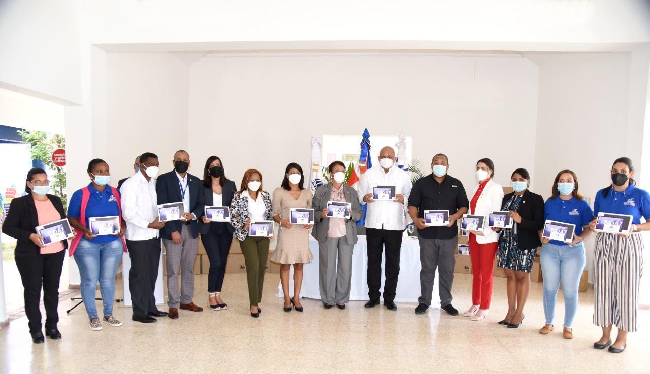 MINERD inicia entrega de tablets a agentes y promotoras educativas de INAIPI