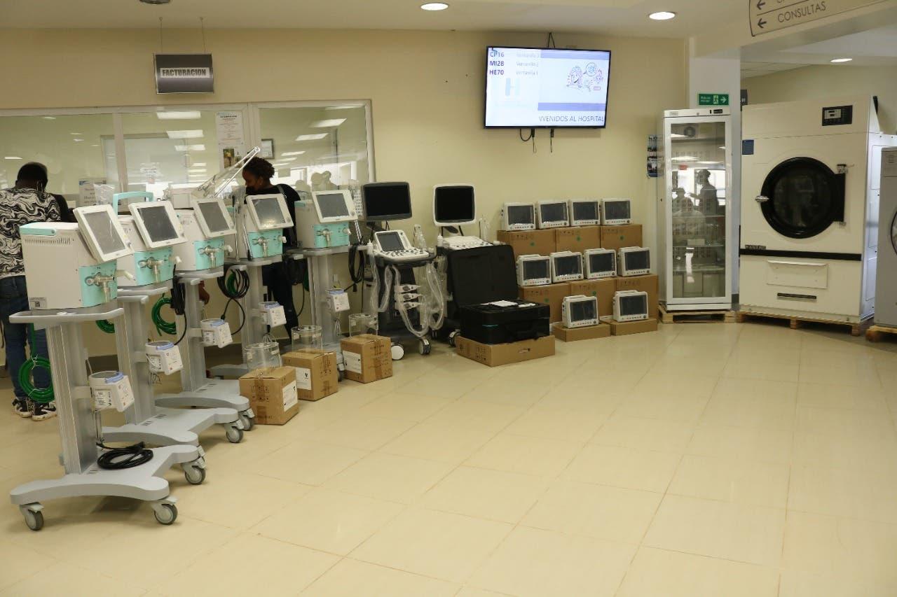 SNS hace entrega de equipos al hospital Ángel Contreras de Monte Plata